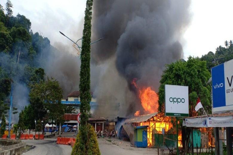 Demo di Fakfak Diwarnai Pembakaran Kios, TNI-Polri Dikerahkan ke Lokasi