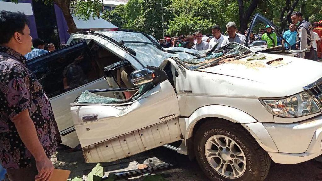 Mobil Tertimpa Pohon di Universitas Pancasila, 1 Orang Meninggal Dunia