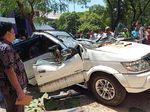 Pohon Tumbang Timpa Mobil di Kampus UP Disebabkan Angin Kencang