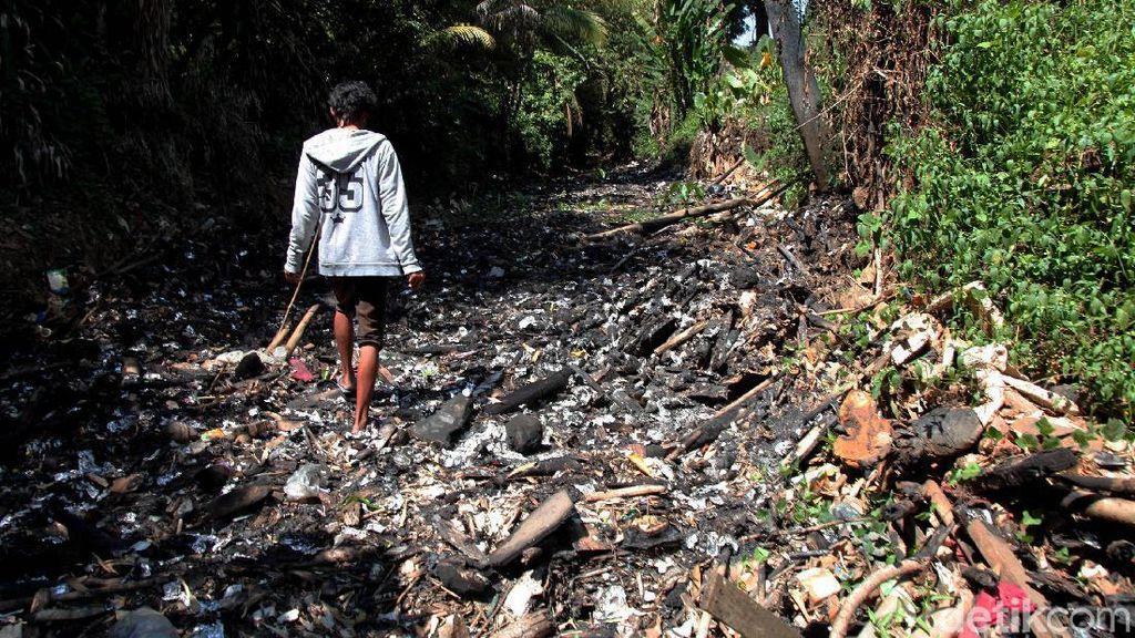 Penampakan Pulau Sampah Bak Reklamasi di Kalibaru Bogor