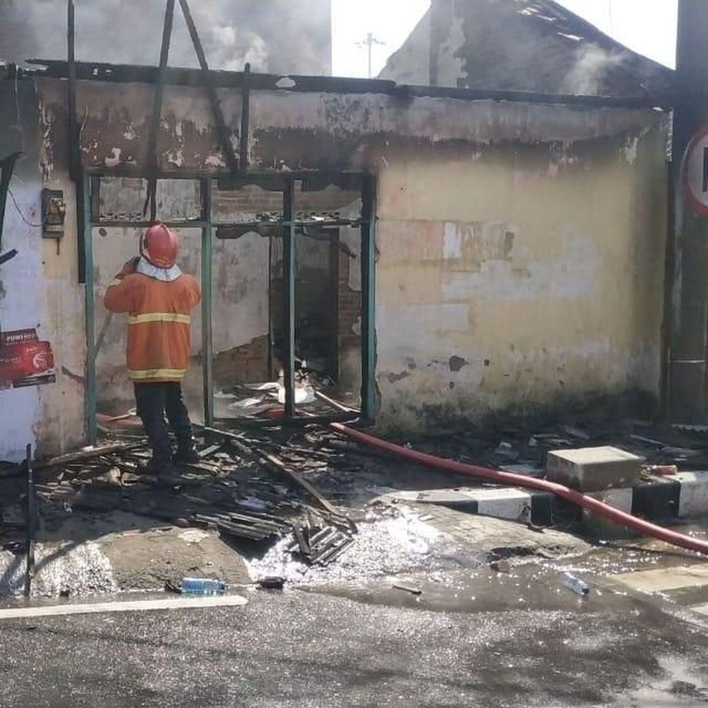 Dua Rumah di Kediri Hangus Terbakar, Api Diduga dari Korsleting