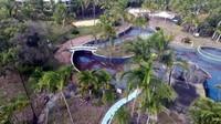 Hingga kini, bangunan resort masih terbengkalai dan tak terjamah manusia (Manta System/Youtube)