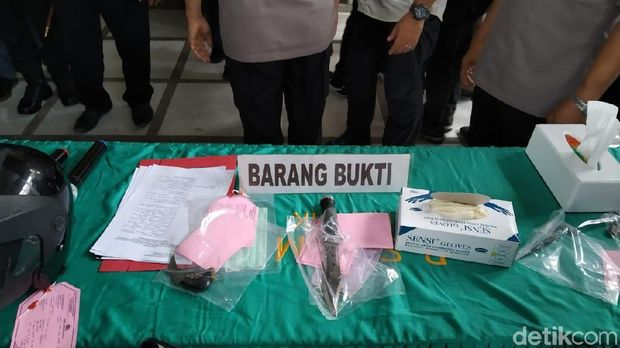 Empat orang pelaku begal di Medan ditangkap tim Pegasus Polrestabes Medan dan Polsek Medan Baru.