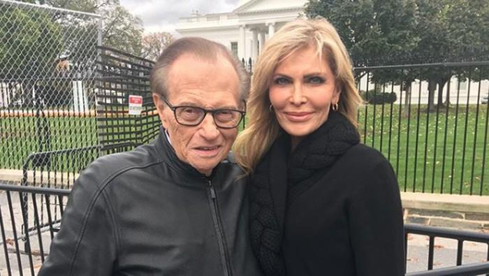 Penyiar Larry King menceraikan istri ke-7 nya.