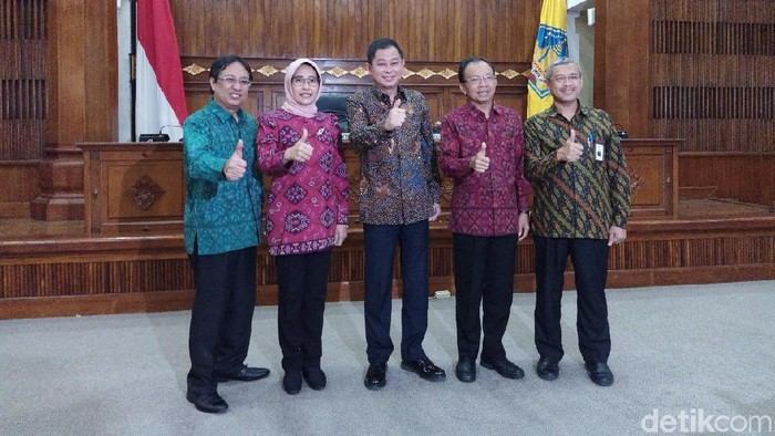 Foto: Gubernur Bali I Wayan Koster teken MoU dengan PLN (Aditya/detikcom)