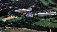Resort mewah seluas 9.000 hekatr ini dibangun oleh pengusaha Jepang bernama Yohachiro Iwasaki. Resort ini punya 300-an kamar suites, lapangan golf hingga kolam renang raksasa (Manta System/Youtube)