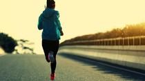 Heboh Mobil Terbang Hantam Emak-emak, Ini Tips Aman Jogging di Jalan Umum