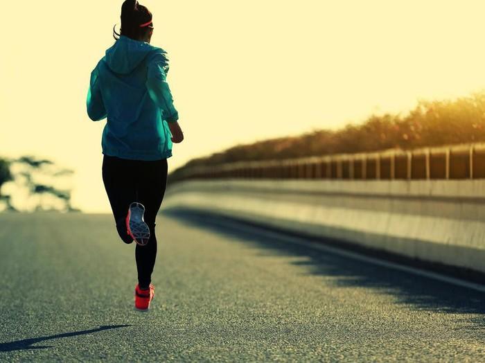 Olahraga tertentu seperti lari bikin cepat terasa lapar (Foto: iStock)