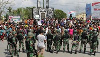 TNI ikut mengamankan aksi tiu. Foto: Antara Foto