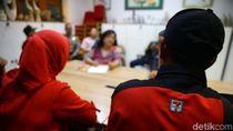 Bayar Pesangon Menggema di Depan Kantor Sevel Indonesia