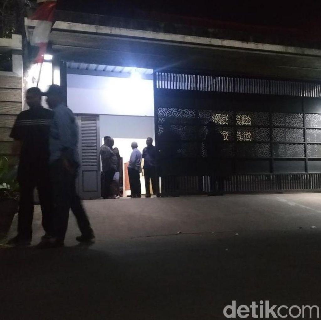 KPK Geledah Kantor Rekanan DPUPK Yogya di Karanganyar
