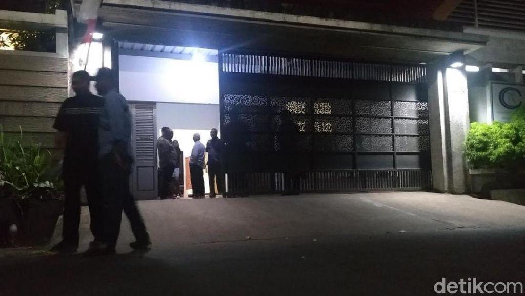 KPK Geledah Kantor Rekanan DPUPKP Yogya di Karanganyar