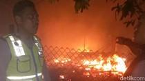 Api Unggun Lupa Dimatikan, Dua Rumah Warga di Sukabumi Terbakar