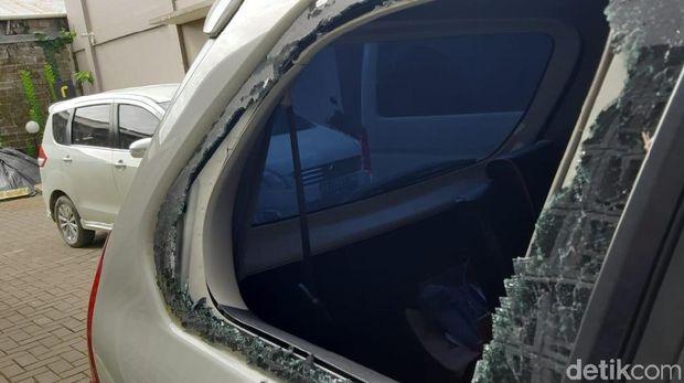 Pasca Ricuh di DPRD Mimika, Massa Lempari Batu ke Hotel