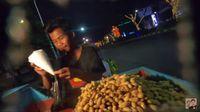 Lewat 'Social Experiment', Baim Wong Kasih Uang Segepok Buat Tukang Kacang