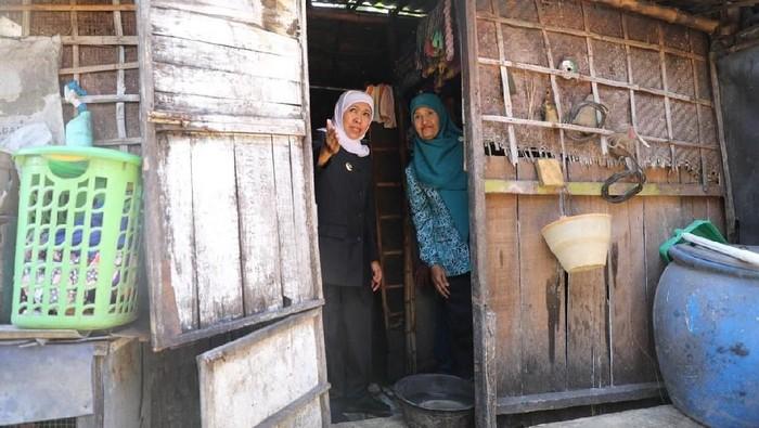 Khofifah saat menyambangi warga di Lamongan (Foto: Istimewa)