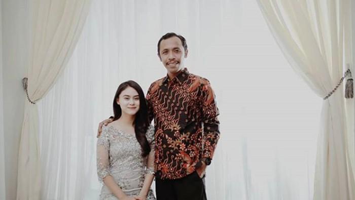 furry setya dan istri