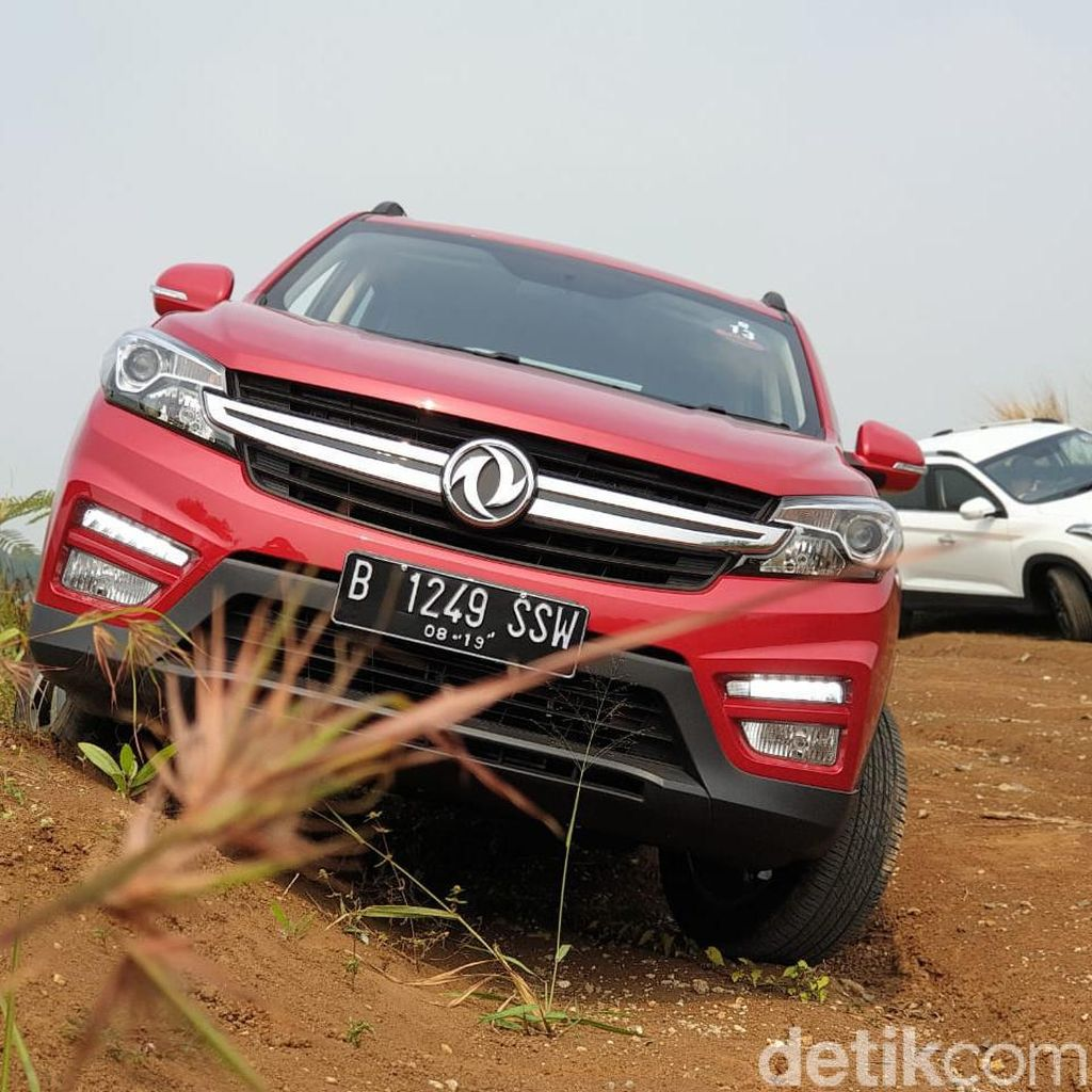 SUV Ngetren di Indonesia karena Banyak Jalanan Rusak