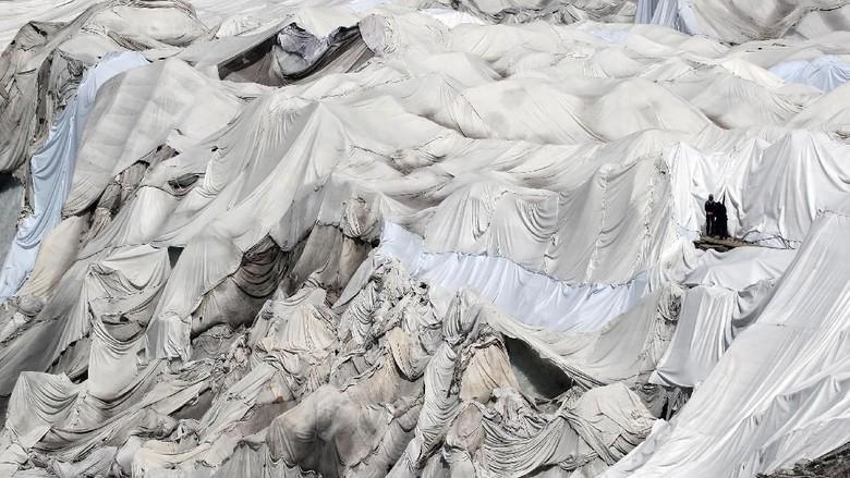 Selimut Termal Bungkus Gletser di Swiss Agar Tak Mencair