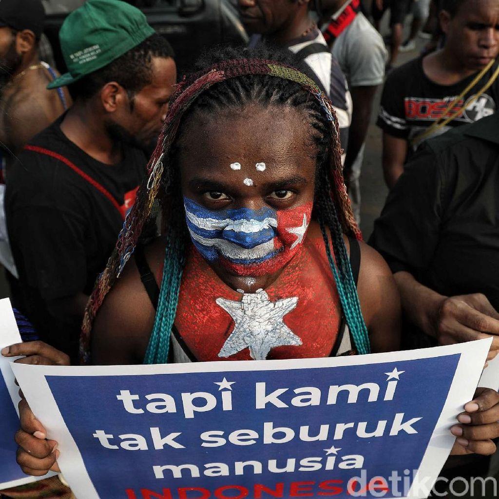 Mahasiswa Papua Gelar Aksi Tolak Rasisme di Depan Istana