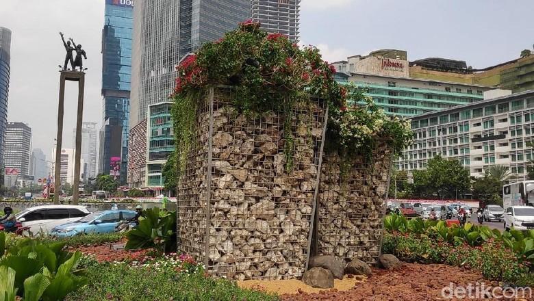 Cerita Bundaran HI: Habis Bambu, Terbitlah Ornamen Batu
