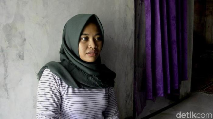 Gadis jago silat, Reza Audiyanti (19), melumpuhkan penjambret ponselnya di Pekalongan. (Robby Bernardi/detikcom)