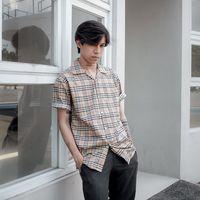 7 Opsi Kemeja Pendek Bergaris Pria, Harga di Bawah Rp 200 Ribu
