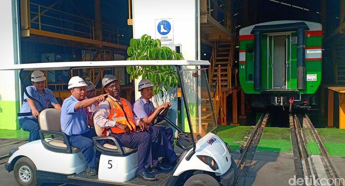 Para delegasi Zimbabwe dan Angola tiba di PT Industri Kereta Api (INKA), Madiun, Kamis (22/8/2019).