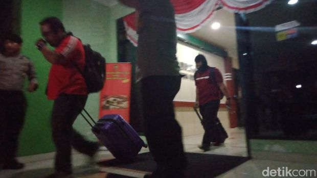 Hampir 10 Jam Geledah Balai Kota Yogya, KPK Bawa 3 Koper dan 1 Kardus