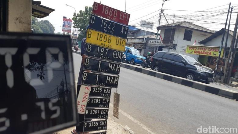 Ilustrasi pelat nomor. Foto: Ridwan Arifin/detikOto