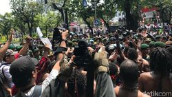 Warga Papua Demo di Depan Mabes TNI AD, Protes Insiden Surabaya