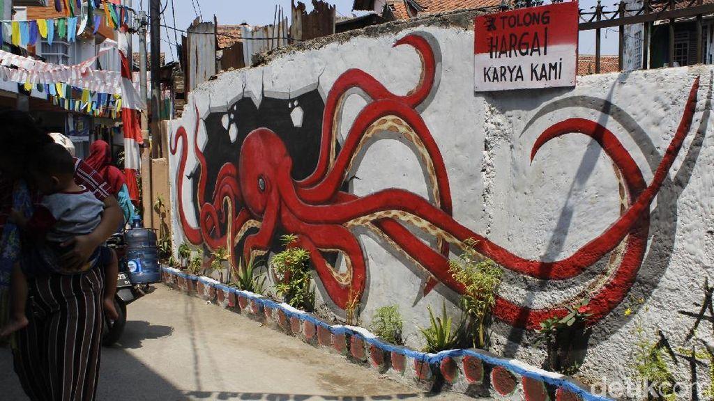 Foto: Libur Akhir Pekan ke Gang Mural di Cimahi