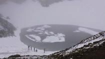 Keindahan dan Misteri Danau Kerangka di Himalaya