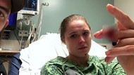 Ngilu... Kecelakaan Syuting, Jari Ronda Rousey Nyaris Putus!