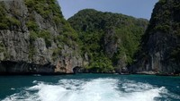 Masih dari Thailand, Phuket masuk ke dalam peringkat kedelapan pulau terbaik di Asia (Cempaka Menira/dTraveler)