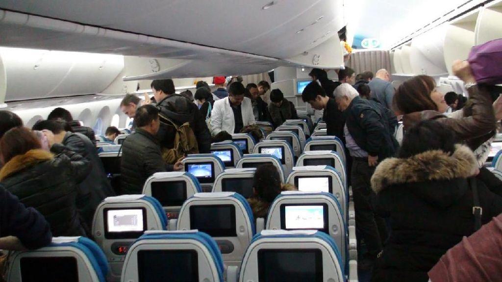 Mumtaz Rais Vs Pimpinan KPK, Bagaimana Aturan Pakai HP di Pesawat?
