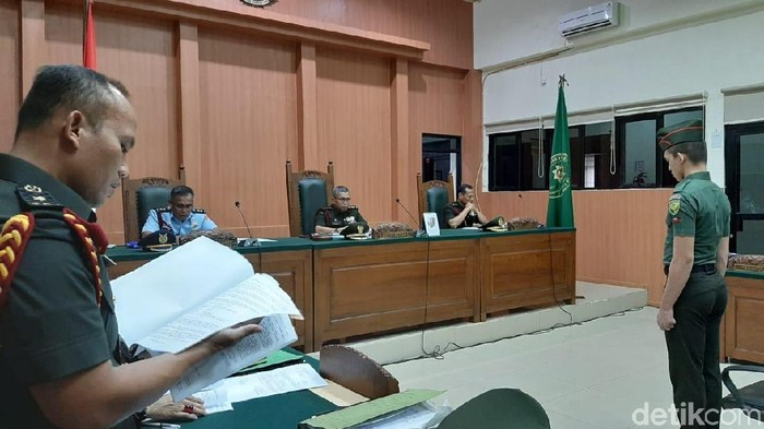Prada Deri Pramana dituntut penjara seumur hidup atas kasus mutilasi kekasihnya Fera Oktaria (Foto: Raja Adil Siregar-detikcom)
