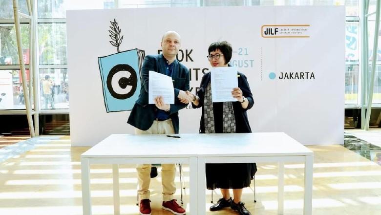 Novel Ayu Tami dan A Fuadi Terjual Hak Ciptanya ke Penerbit Macedonia Foto: Eva Tobing/ DKJ
