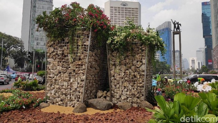 Instalasi batu gabion di Bundaran HI Jakarta Pusat. (Alfons/detikcom)