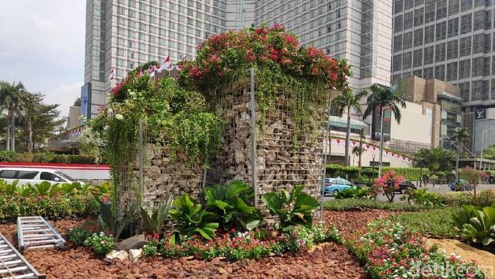 Foto: Instalasi batu gabion di Bundaran HI Jakarta Pusat (Alfons/detikcom)