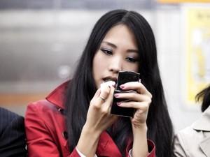 Protes Lihat Wanita Makeup di Kereta, Aktor Ini Malah Dihujat