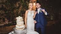 Foto Pasangan Potong Kue Pernikahan Viral, Netizen Temukan Ada yang Aneh