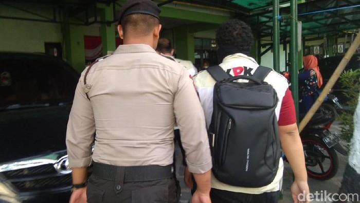 Petugas KPK di Balai Kota Yogyakarta. (Usman Hadi/detikcom)
