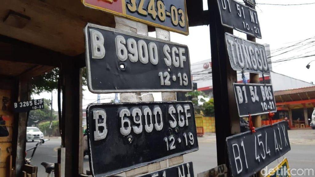 Pakai Pelat Nomor Buatan Pinggir Jalan, Polisi: Itu Ilegal