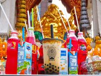 Wah, Kini Bubble Tea Jadi Minuman Persembahan di Kuil!
