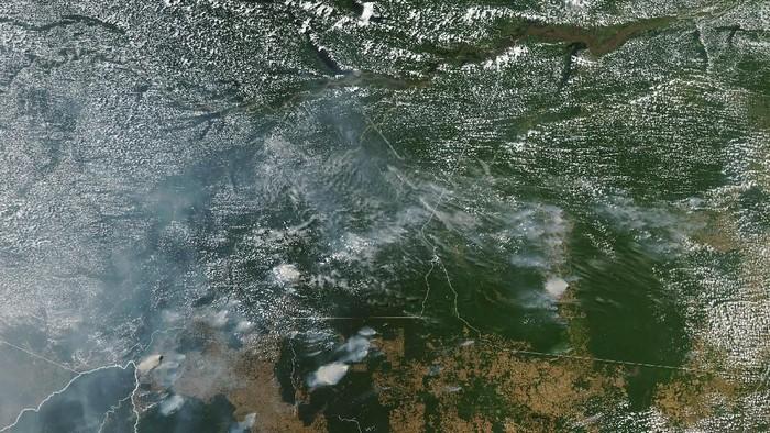 Kebakaran Hutan Amazon Dilihat dari Satelit NASA. (Foto: Dok. NASA Earth Observatory images)