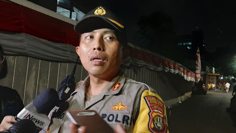 Massa AMPG Pro-Bamsoet Bertahan, Polisi Berjaga di Kantor DPP Golkar