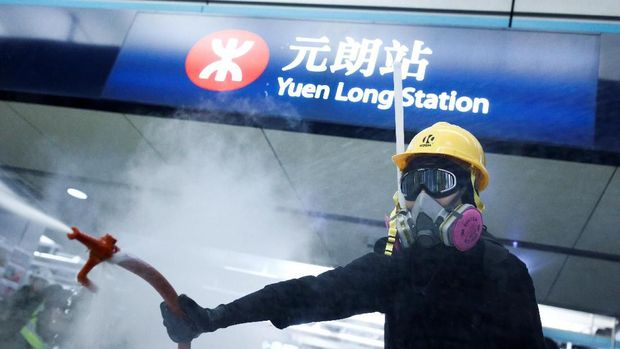 Polisi Tangani Pendemo Hong Kong Dengan Meriam Air