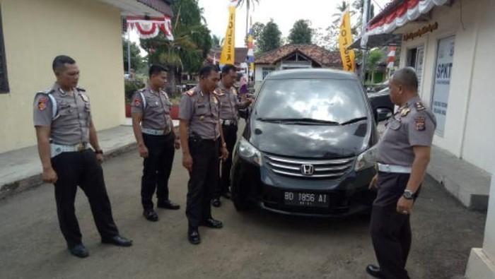 Polisi menangkap pencuri mobil yang beraksi di Bengkulu. (Foto: Dok Istimewa)