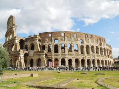 Melihat Lebih Dekat Coloseum di Kota Roma, Italia